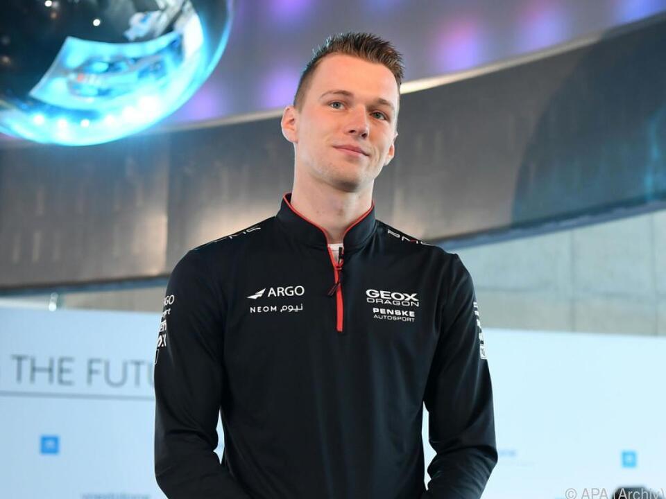 Formel-E-Pilot Maximilian Günther am Rennsimulator eine Macht