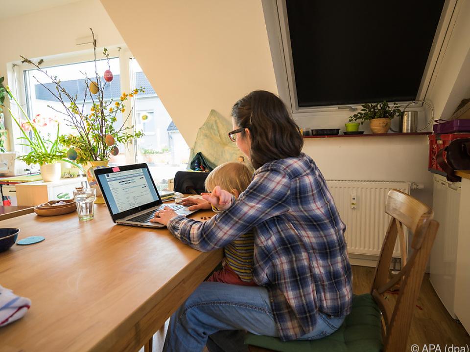 Frauen leisten auch im Homeoffice die meiste unbezahlte Arbeit