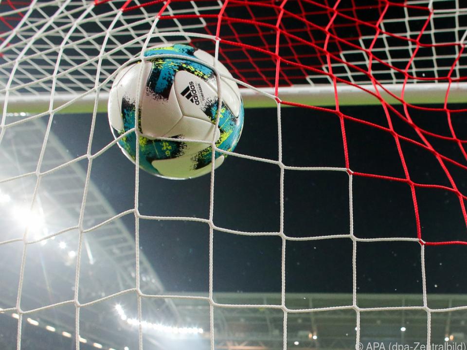 Fußballwelt schaut nach Deutschland