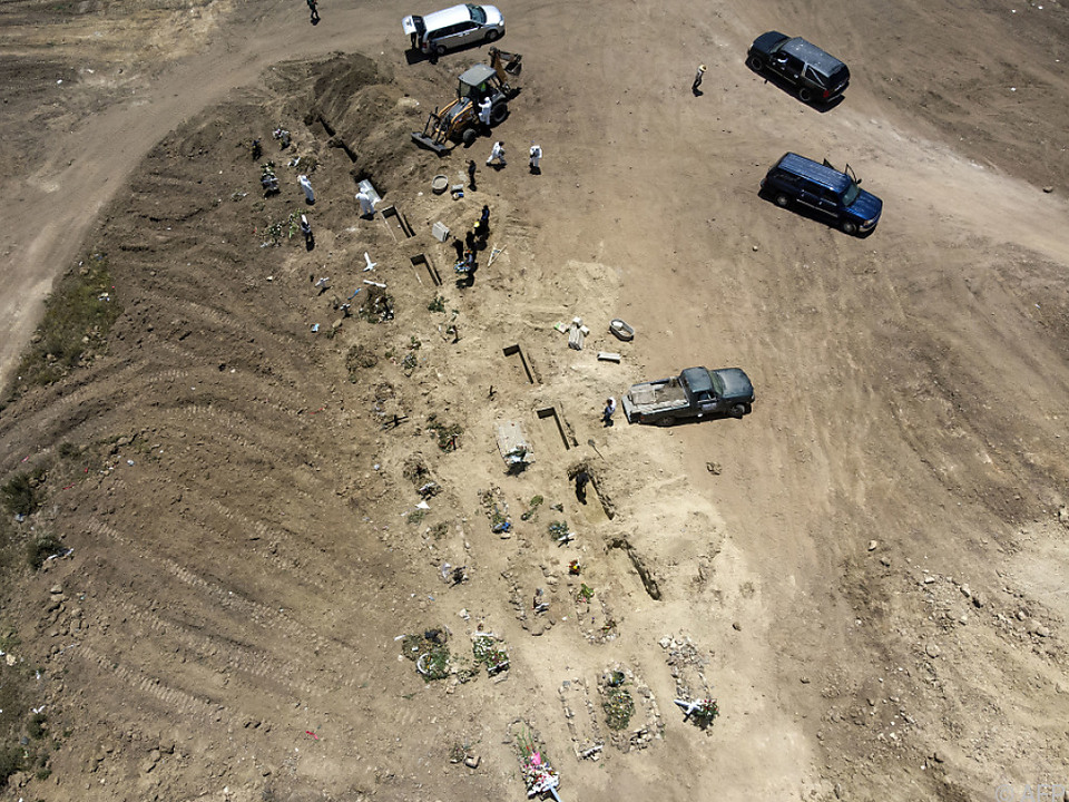 Immer mehr Gräber Brasilien