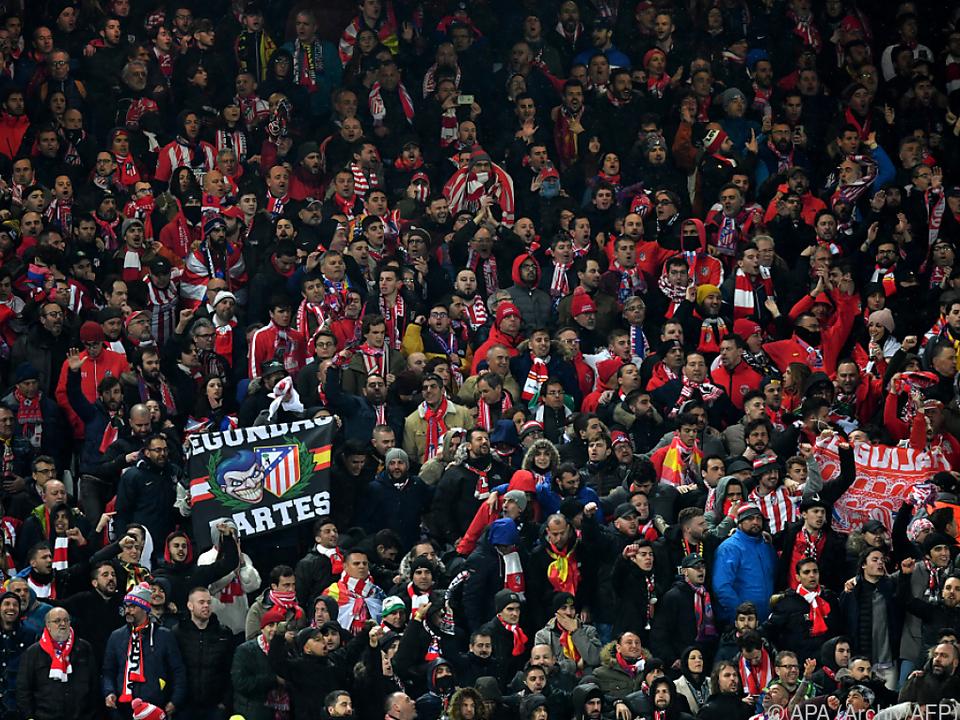 Match fand noch im vollen Stadion statt