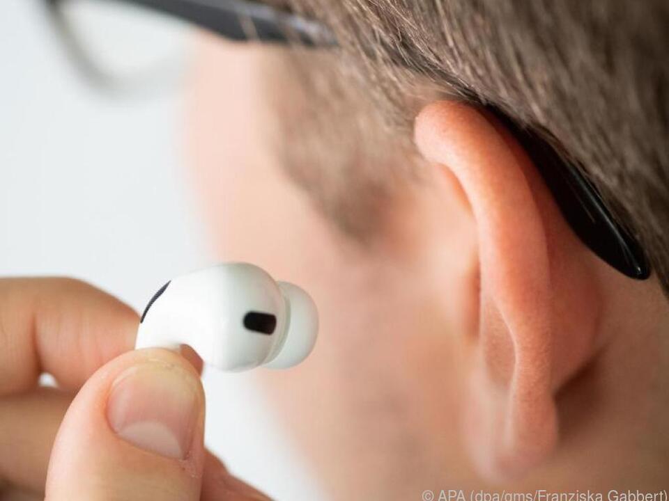Per NFC kann man bald mobile Kleinstgeräte ohne Kabel wieder aufladen