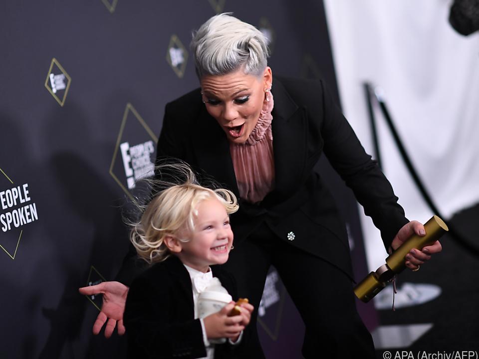 Pink und ihr Sohn Jameson wurden positiv auf das Virus getestet