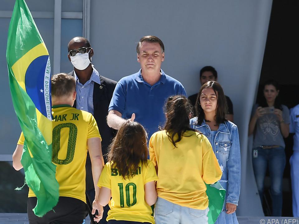 Präsident Jair Bolsonaro will Fußball rollen sehen