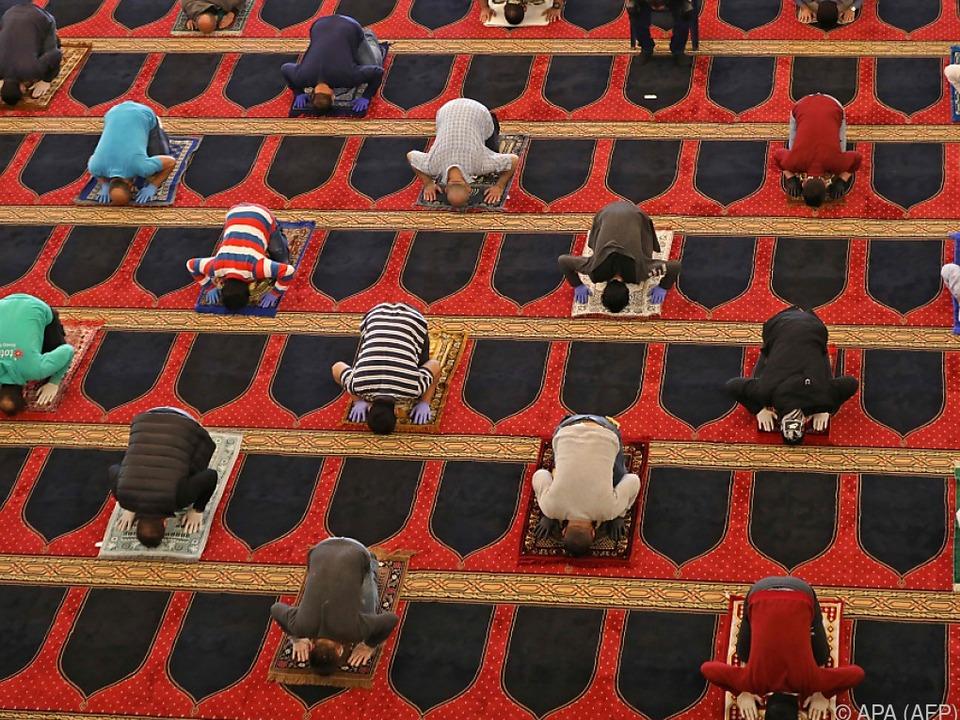 Ramadan in Zeiten von Corona: Gebet mit Sicherheitsabstand in Beirut