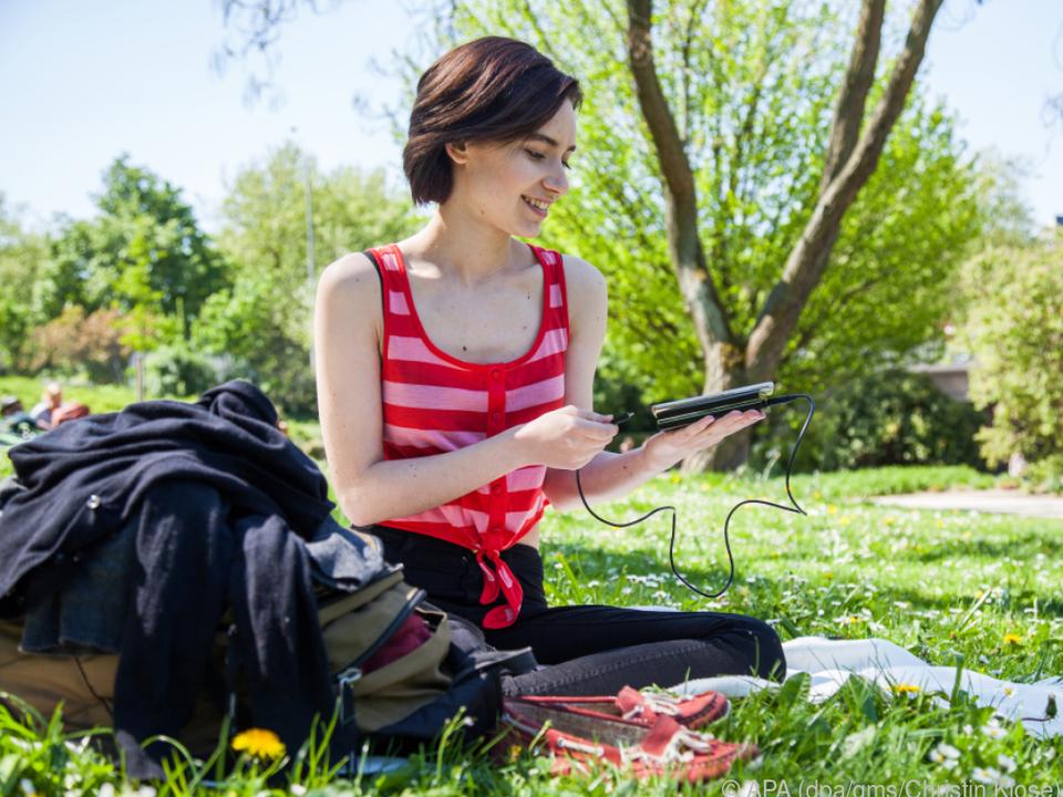 Smartphone leer? Mit einer Powerbank ist das kein Problem