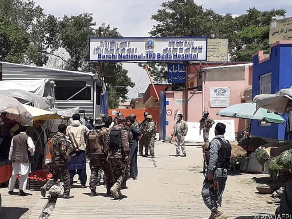 Unbekannte stürmten ein Krankenhaus in Kabul