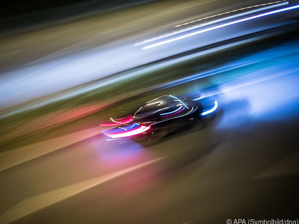 Unverantwortlicher Raser ohne Führerschein Auto sym fotol verkehr geschwindigkeit geisterfahrer