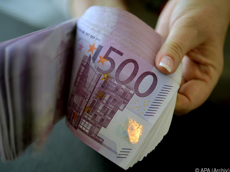 Verschenktes Geld soll Kaufkraft stärken