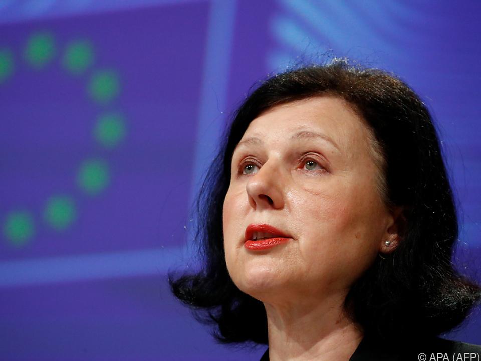 Vizepräsidentin Jourova ist besorgt