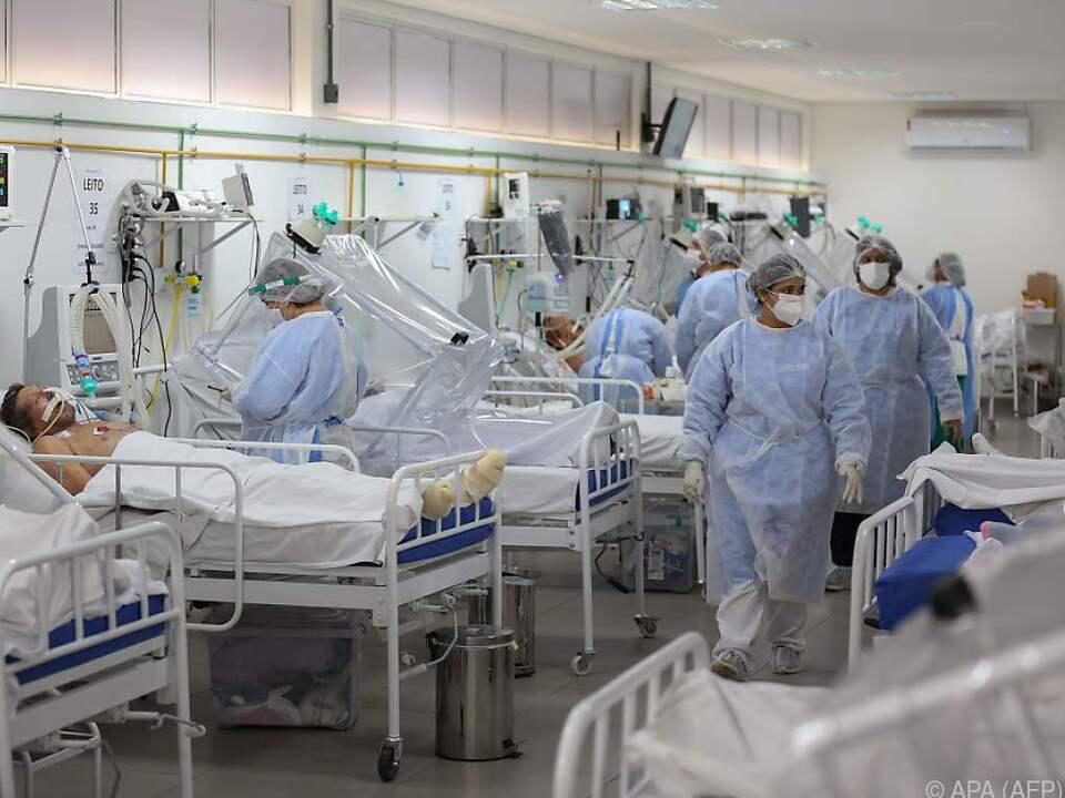 Voll belegte Intensivstation in einem Krankenhaus in Manaus