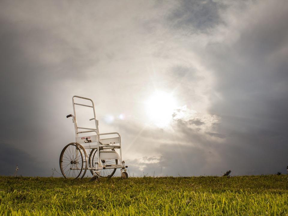 Rollstuhl alt verfallen