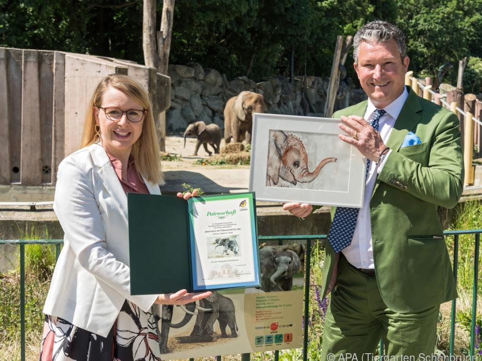 Wirtschaftsministerin Margarete Schramböck mag Elefanten