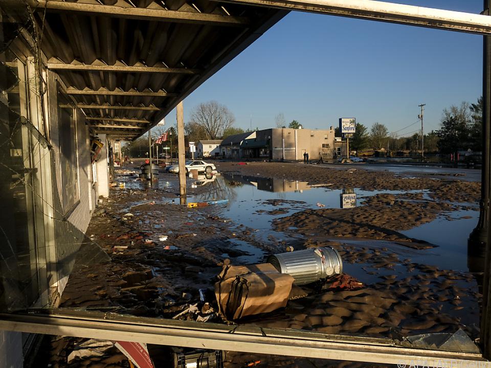 Zwei Dammbrüche sorgten für Überschwemmungen