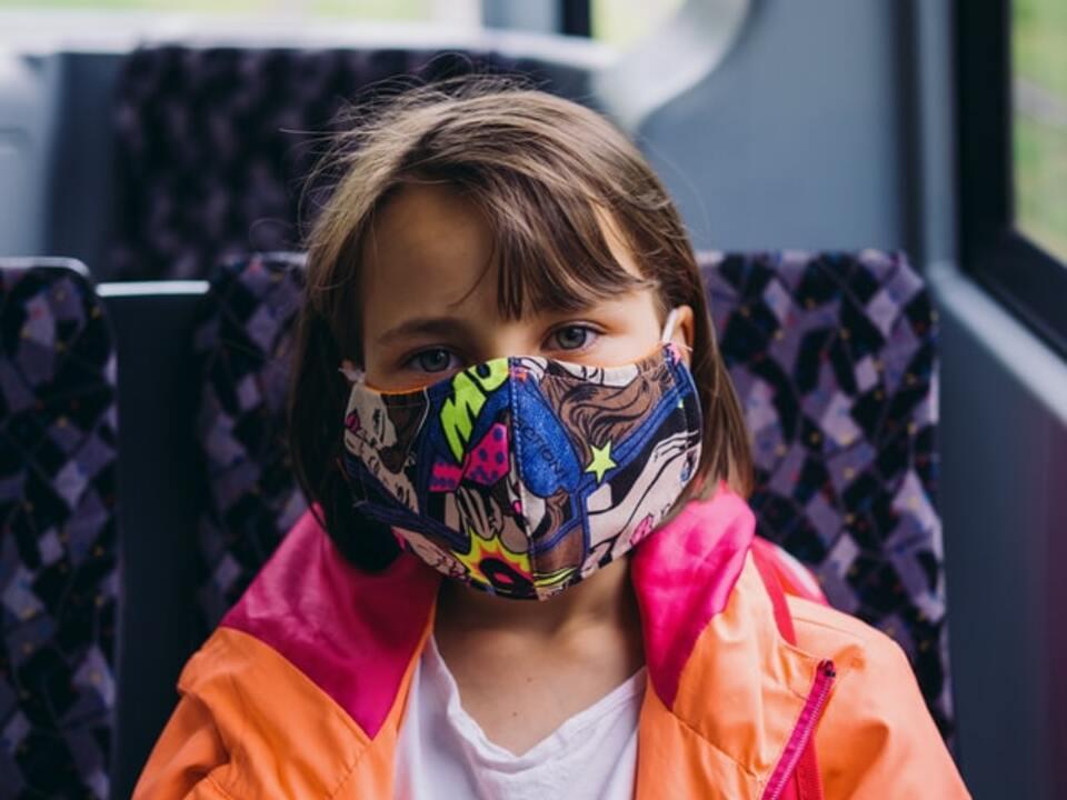 Kind Bus Maske Mundsschutz Öffis Nahverkehr Atemschutz