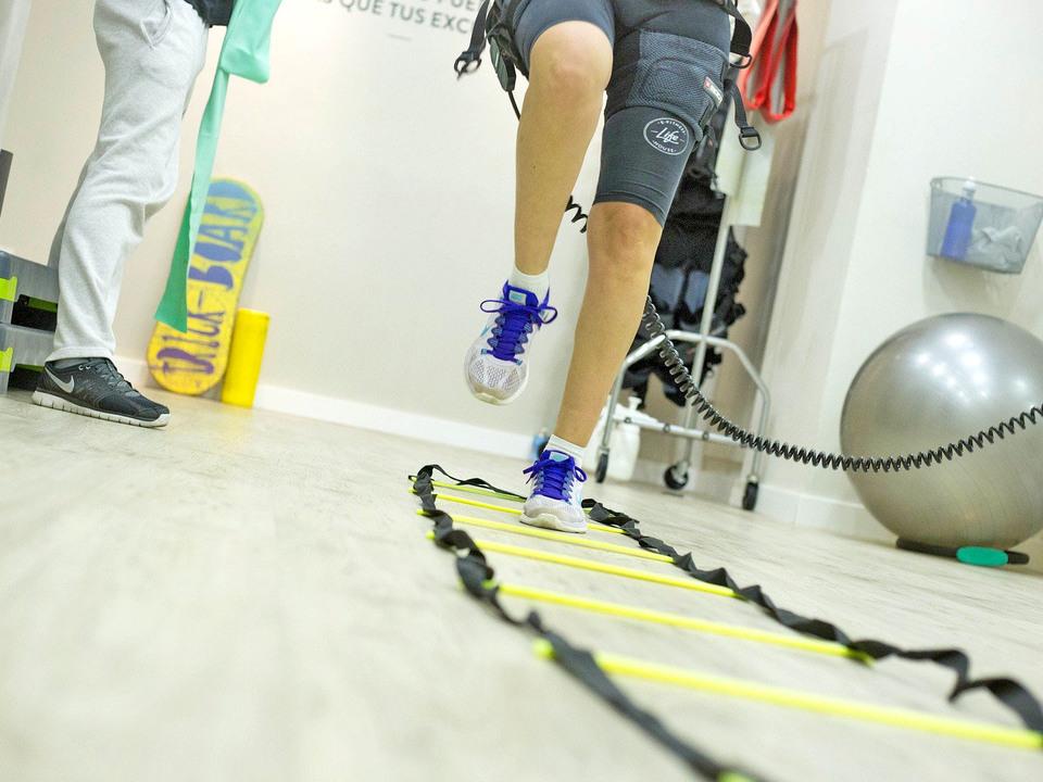 Ein Patient bei einer Reha-Behandlung: Der neue Fachplan des Rehabilitationsnetzes bringt einige Neuerungen mit sich. (Foto: 1073183_fachplan_reha_s#65533dtirol
