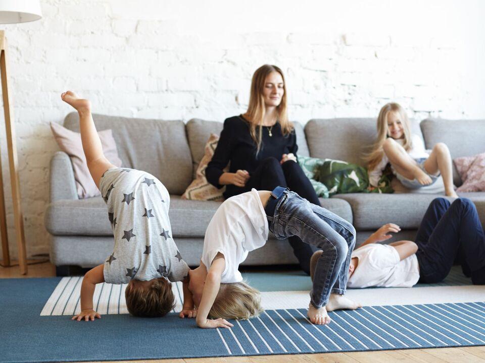 20200617_Foto_Flyer_Babysitter-Plattform_Familien-Jolly