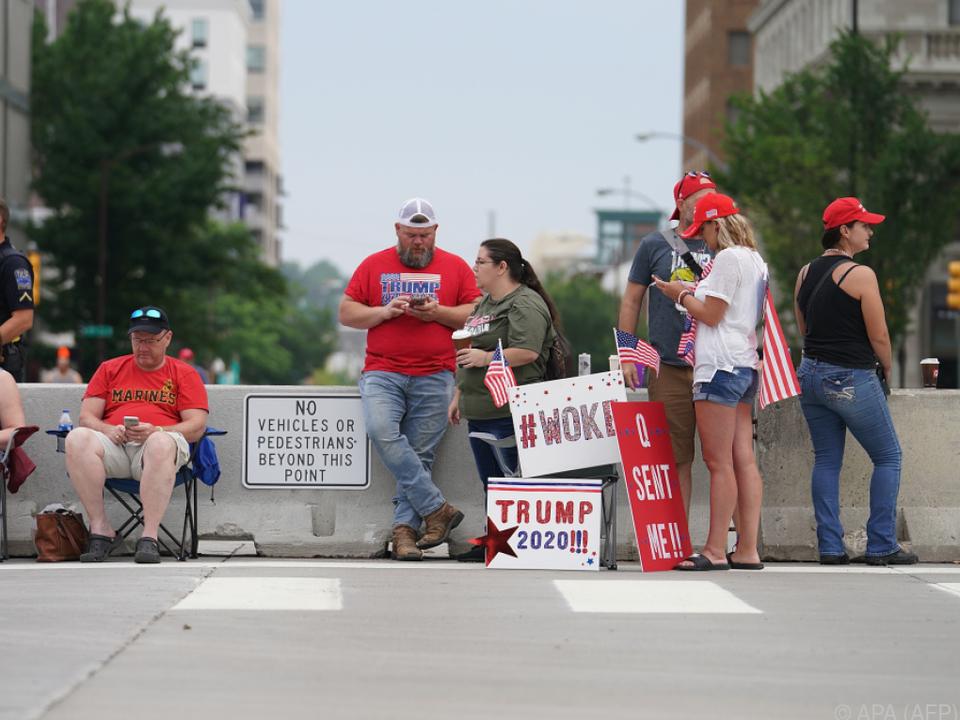 Anhänger warten auf Auftritt von Donald Trump in Tulsa