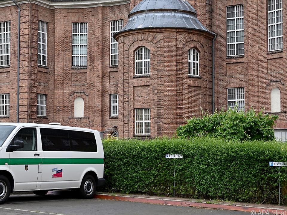 Der Verdächtigte sitzt in Deutschland wegen eines anderen Delikts ein