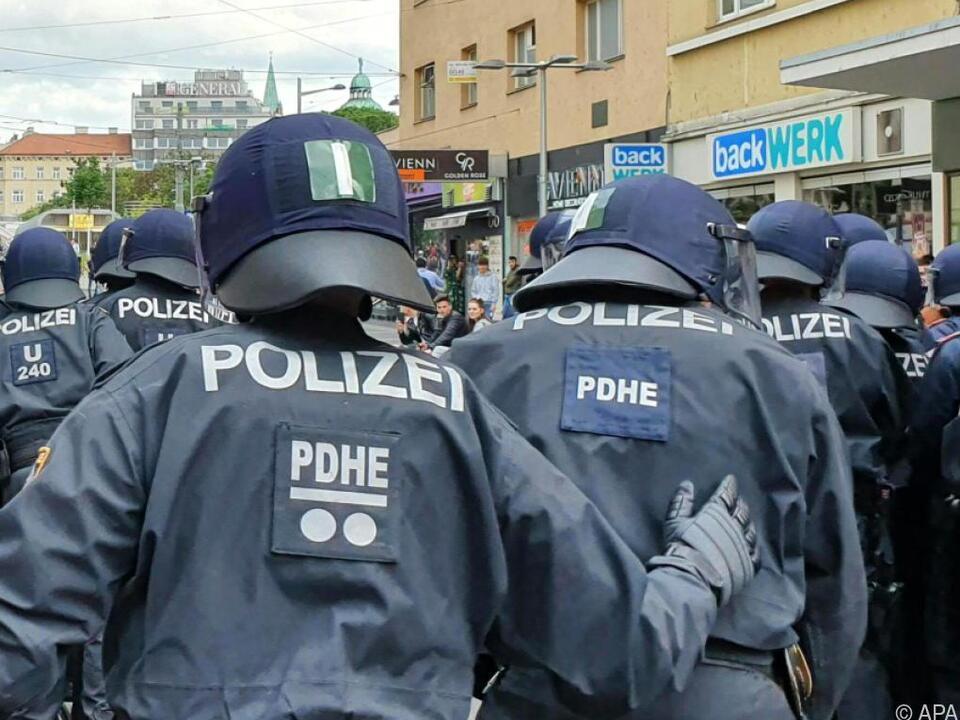 Die Ausschreitungen führten zu einem Großeinsatz der Polizei