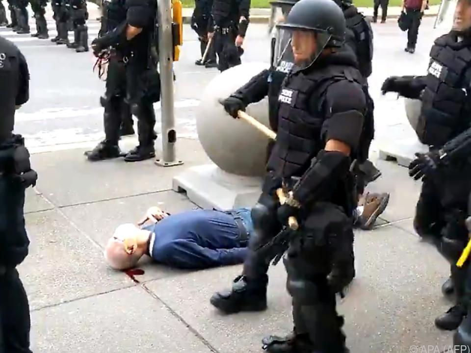 Die Polizisten gingen mit unnötiger Härte gegen den Mann vor