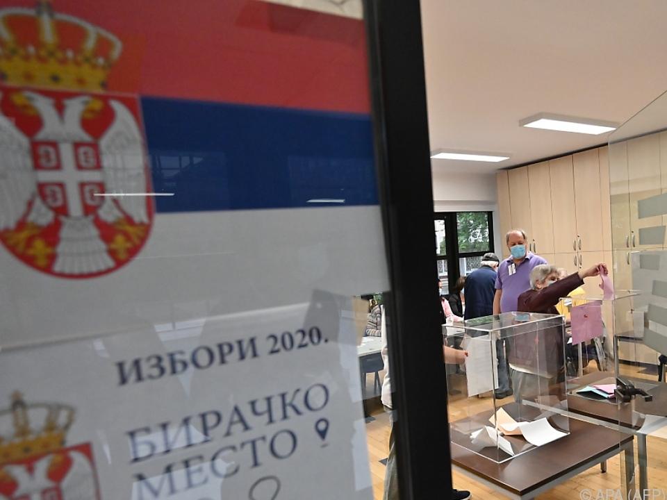 Hochrechnung: Klarer Sieg für Regierungspartei in Serbien