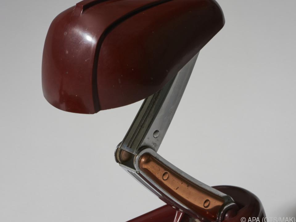 Eine Bakelit-Tischlampe aus der Sammlung Georg Kargl