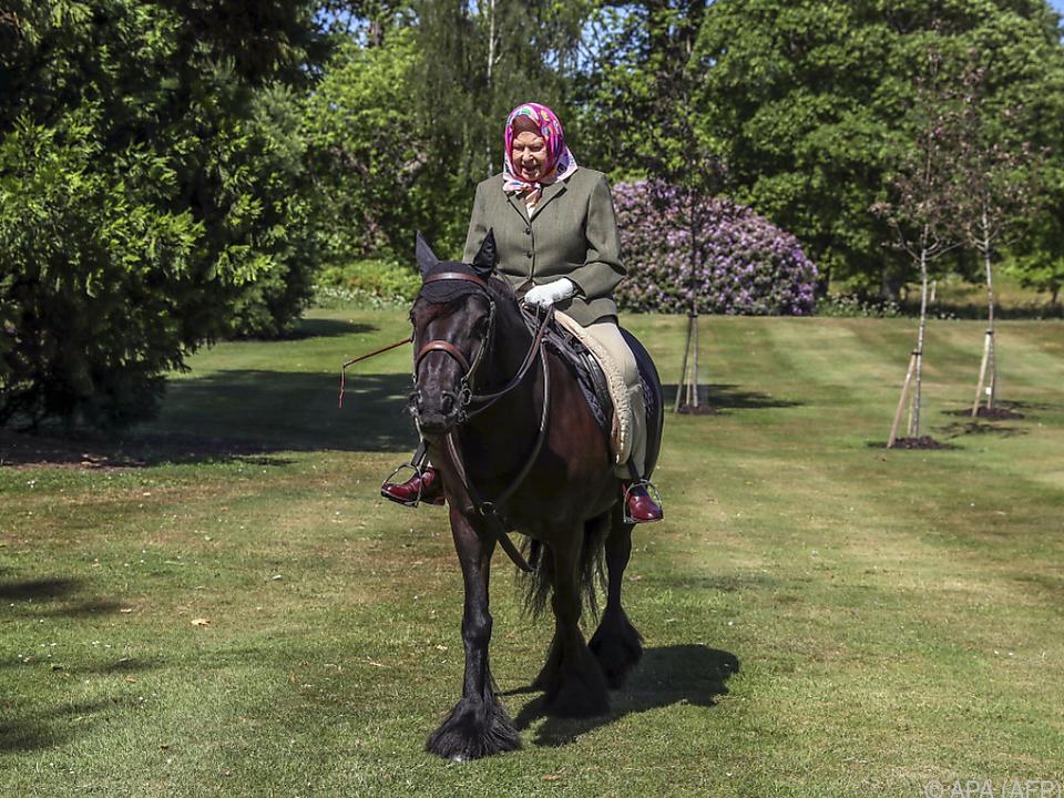 Erst kürzlich zeigte sich die Queen auf einem Pony