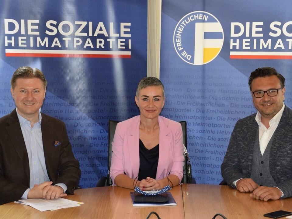 Foto PK - Generalsekretär Otto Mahlknecht, L. Abg. Ulli Mair und L. Abg. Andreas Leiter Reber (v.l.n.r.) (1)