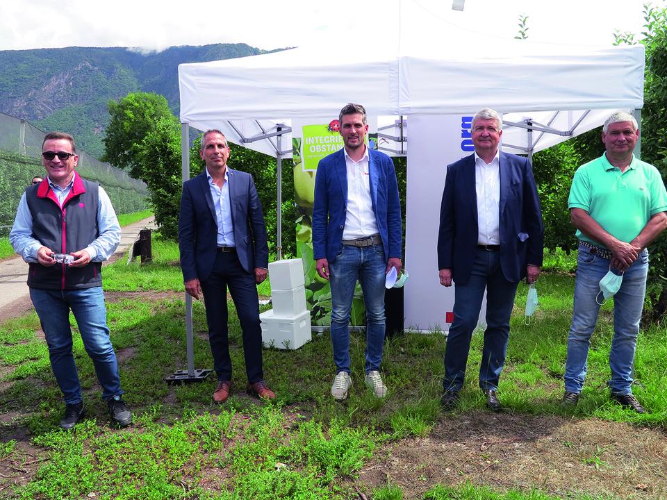Stefano Foschi (Bio-Planet), Harald Weis (AGRIOS), Robert Wiedmer (Südtiroler Beratungsring für Obst- und Weinbau), Georg Kössler (Südtiroler Apfelkonsortium) und Ludwig Busetti (Bürgermeister Nals).