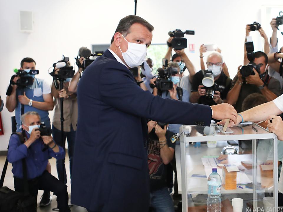 In den Wahllokalen galt Maskenpflicht