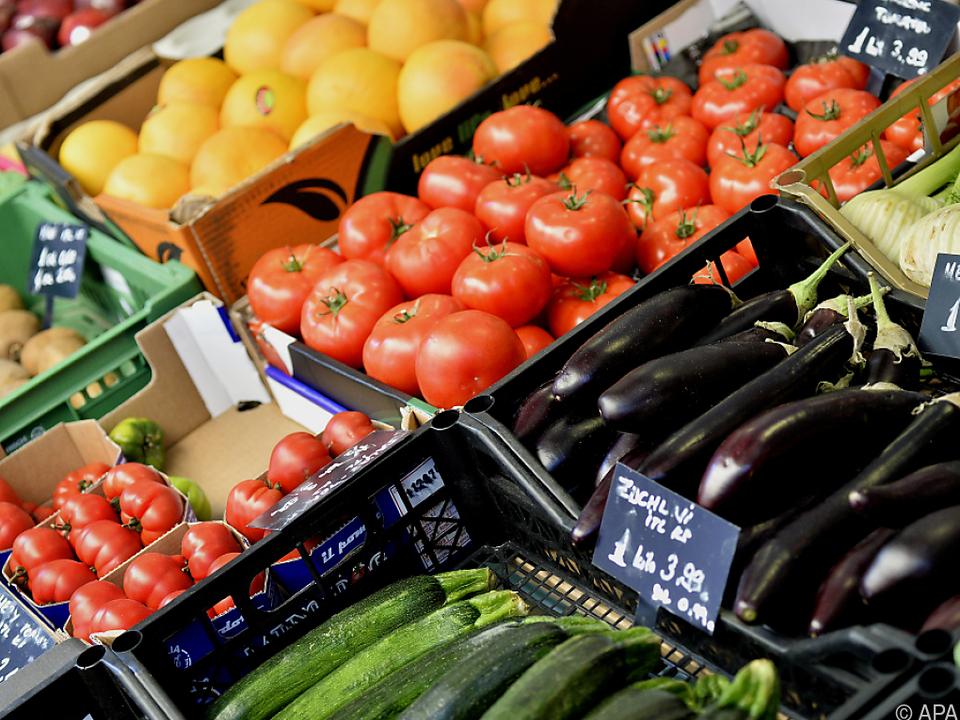 In Österreich wird weniger Obst und Gemüse angebaut, als verbraucht wird einkaufen supermarkt tomate