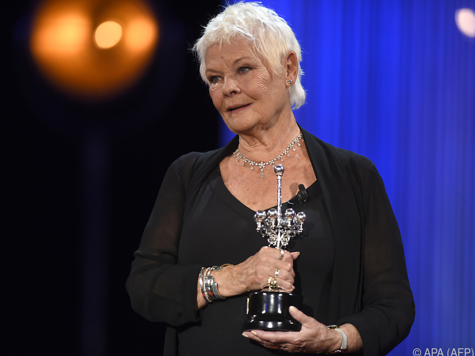 Judi Dench begann ihre Karriere im Theater