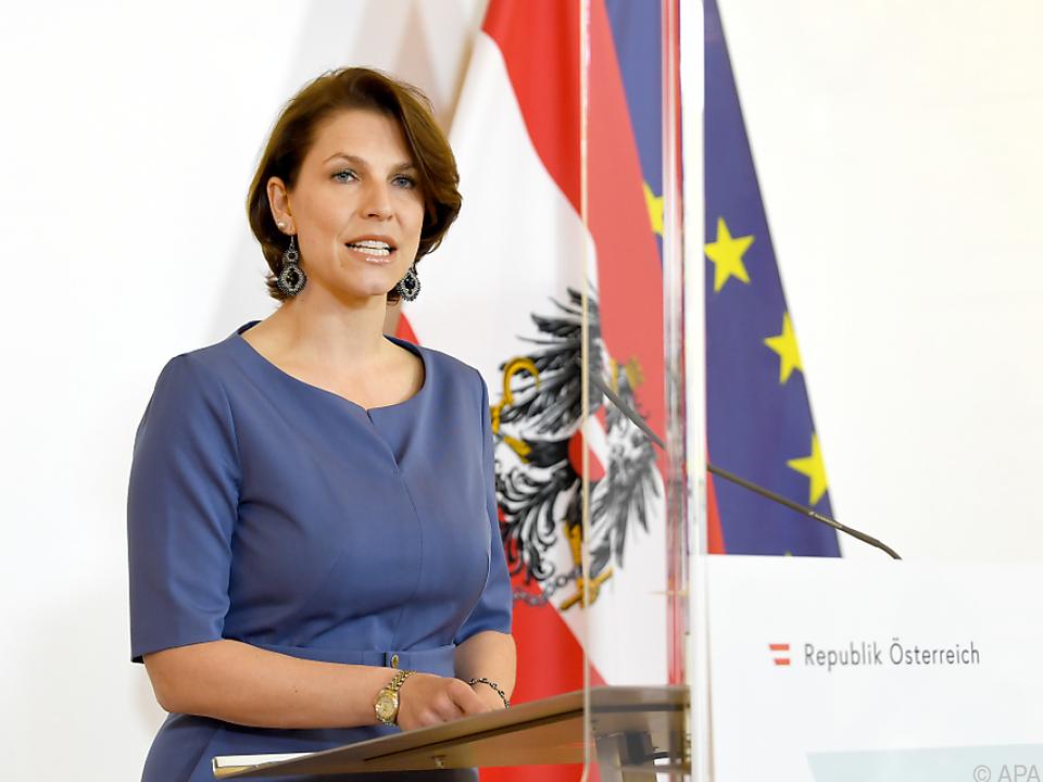 Karoline Edstadler vertritt Österreich
