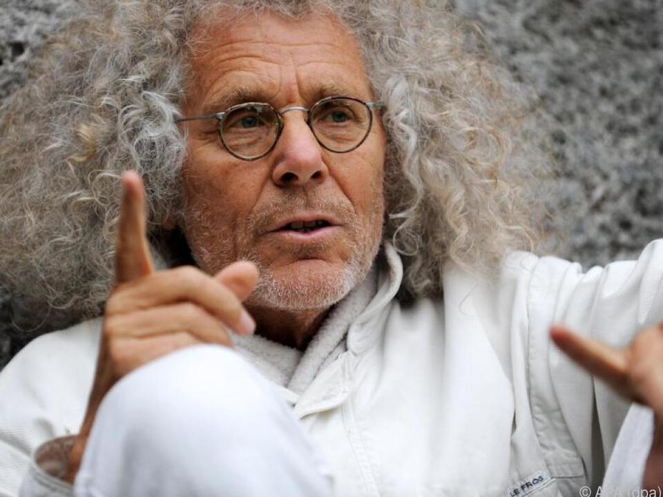 Langhans ist Grimme-Preisträger, Autor, Schauspieler und Filmemacher