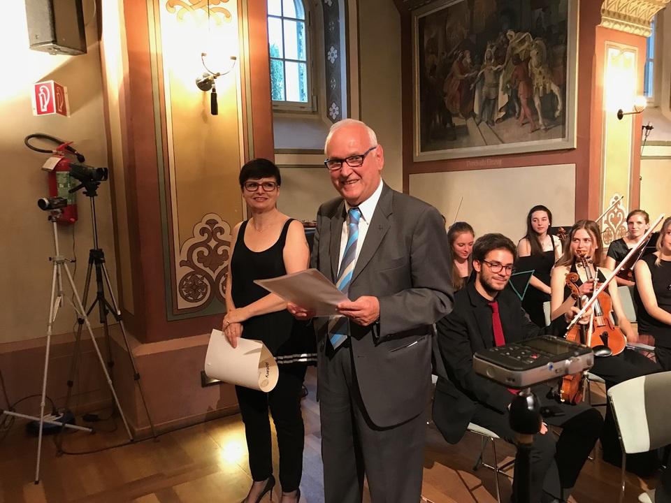Mario Castiglioni con la prima premiata dal Rotary club Irene Troi