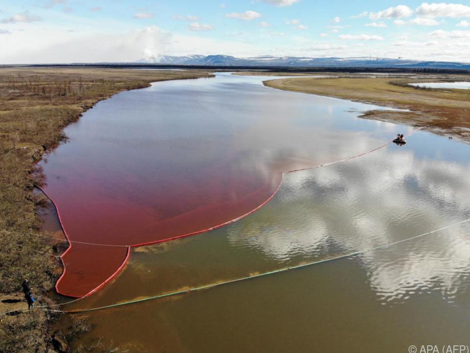 Mehr als 20.000 Tonnen Diesel strömten in einen Fluss
