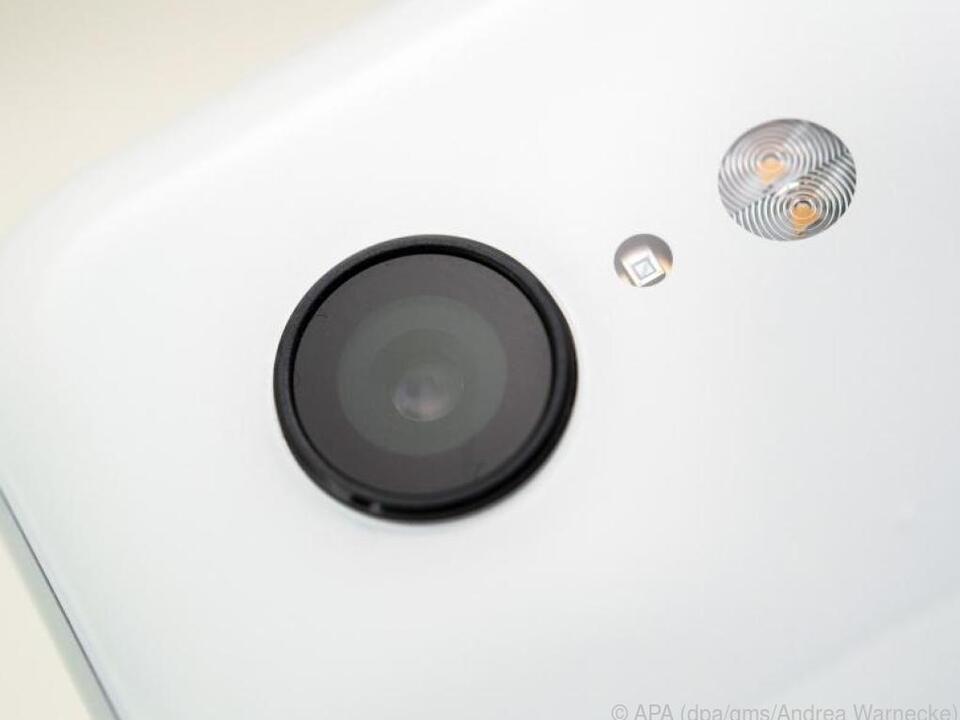 Mit Smartphones kann man Aufnahmen aus der Froschperspektive machen