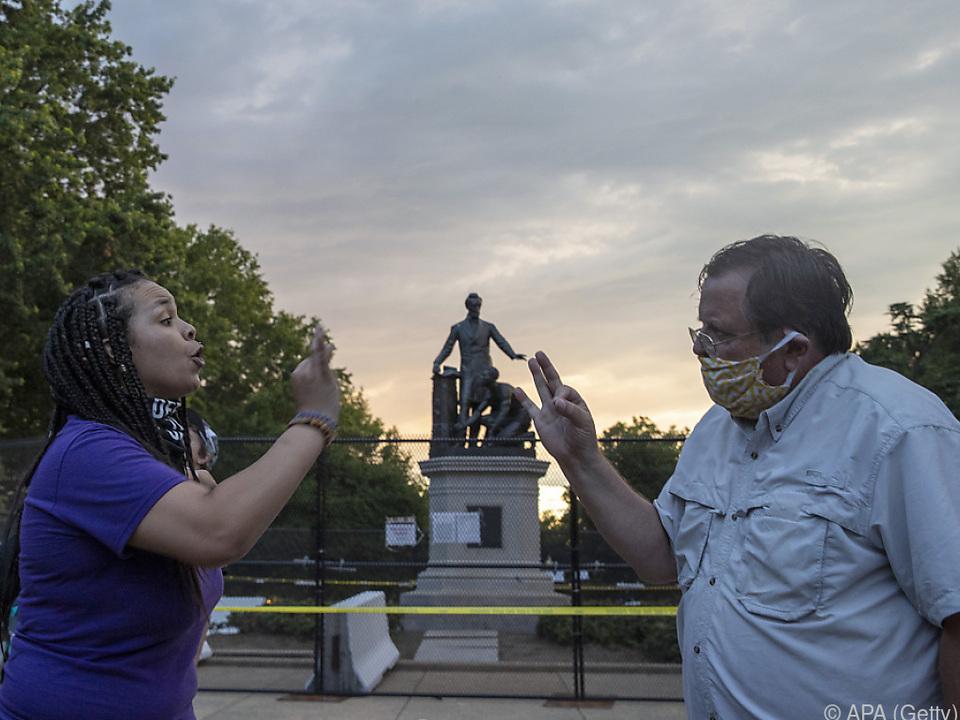 Mittlerweile formieren sich Bürger, die Denkmäler beschützen