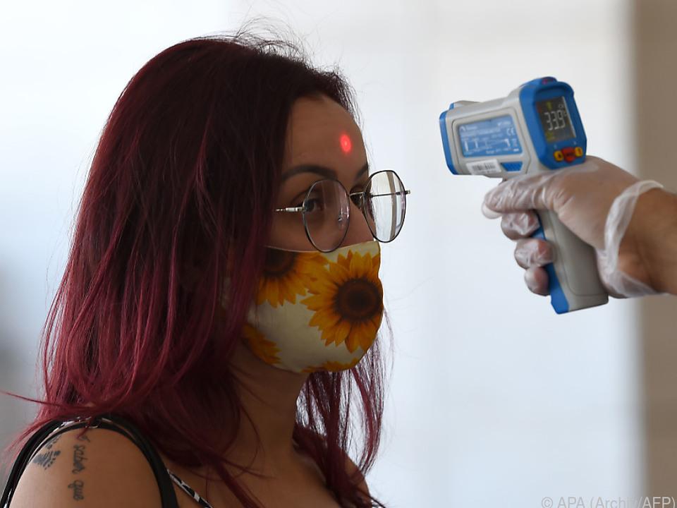 Offiziell sind rund 955.400 Menschen in Brasilien erkrankt