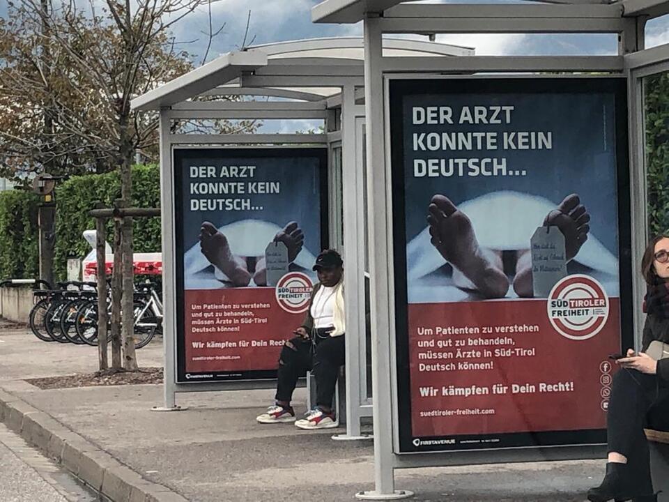 Plakate Muttersprache Sanität