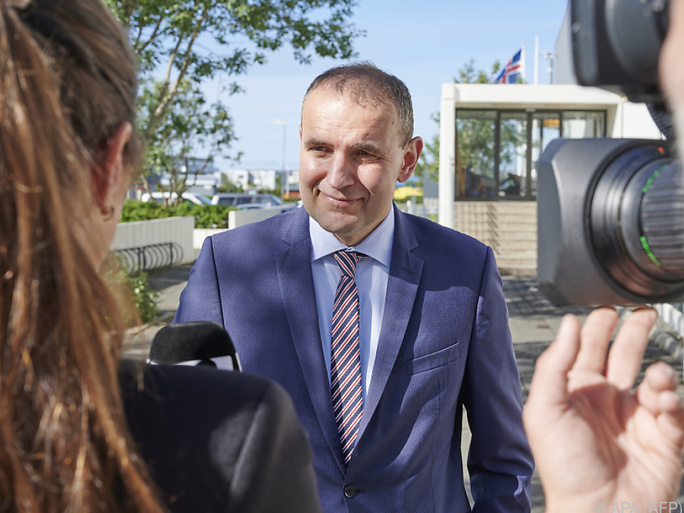 Präsident Johannesson bleibt im Amt