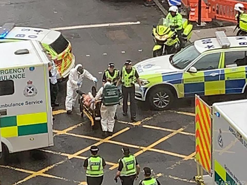 Rettungskräfte in Glasgow im Einsatz nach Messerattacke