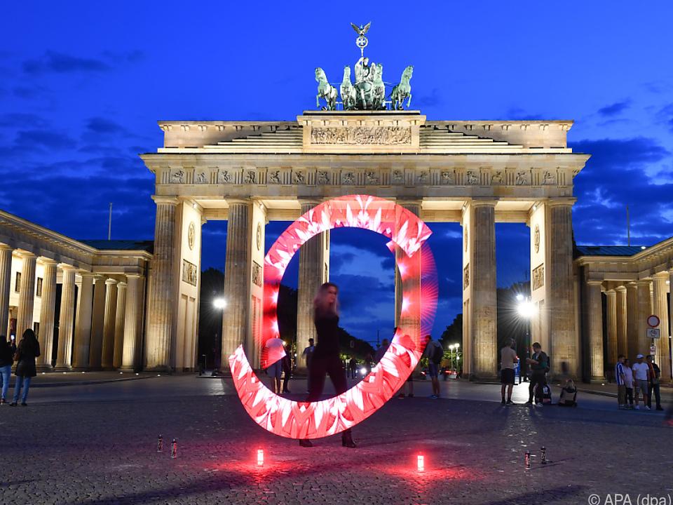 Schöne Illuminationen zur Veranschaulichung des Kultur-Problems