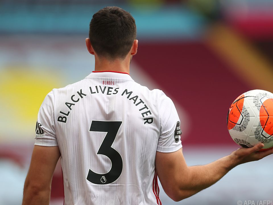 Spieler mit Anti-Rassismus-Botschaft \