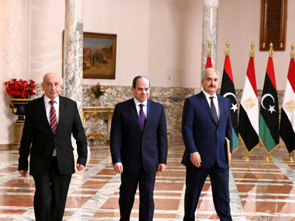 Treffen zwischen Al-Sisi (m) und Haftar (r)
