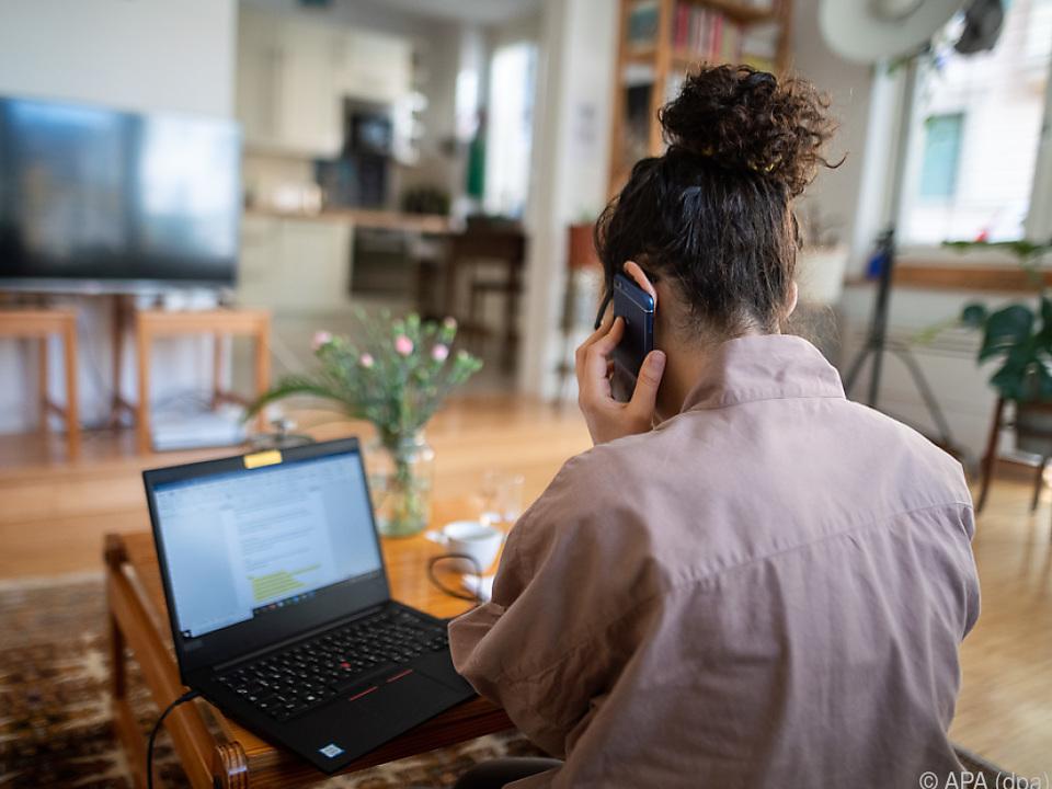 Trotz aller Tücken ist das Homeoffice beliebt laptop computer job arbeit