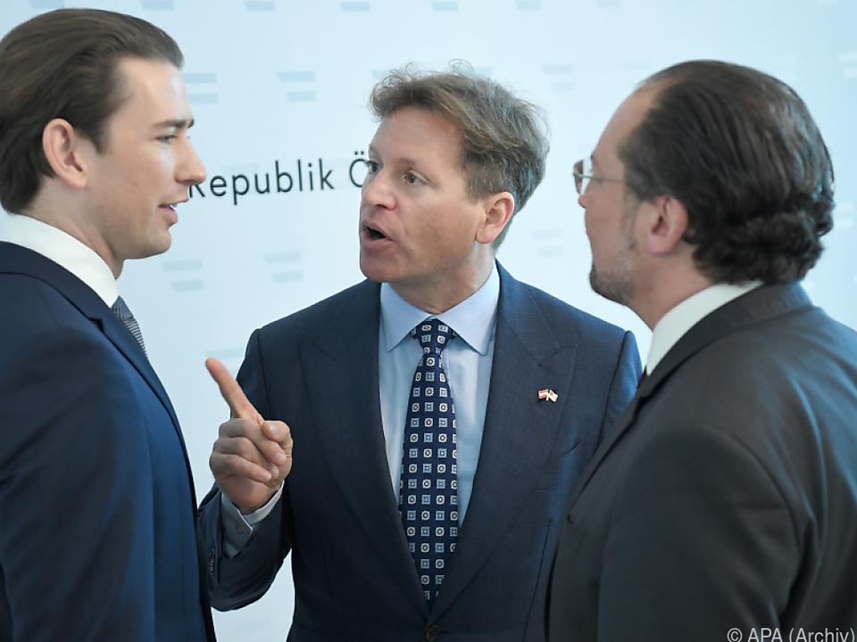 US-Botschafter Traina (m.) will den Besuch doch noch möglich machen