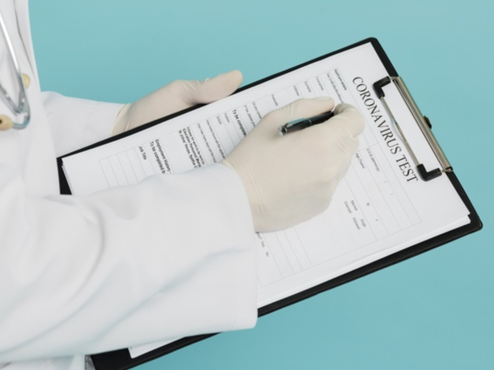 Arzt Medizin Test Klemmbrett -it.freepik.com