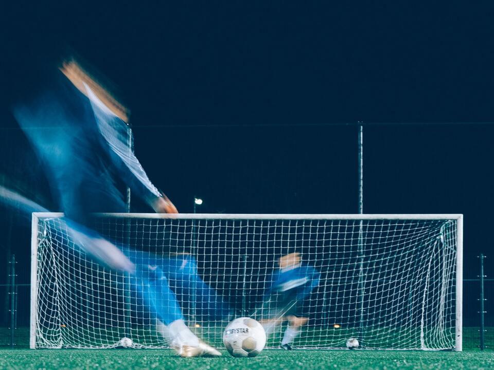 fußball sport sym 1076113_jannes-glas-cuhQcfp3By4-unsplash